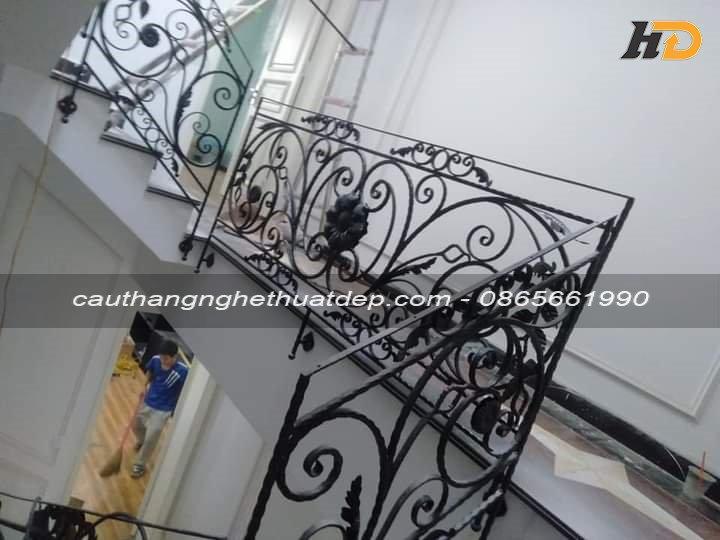 Sự kết hợp hài hòa giữa những họa tiết trang trí trên lan can cầu thang