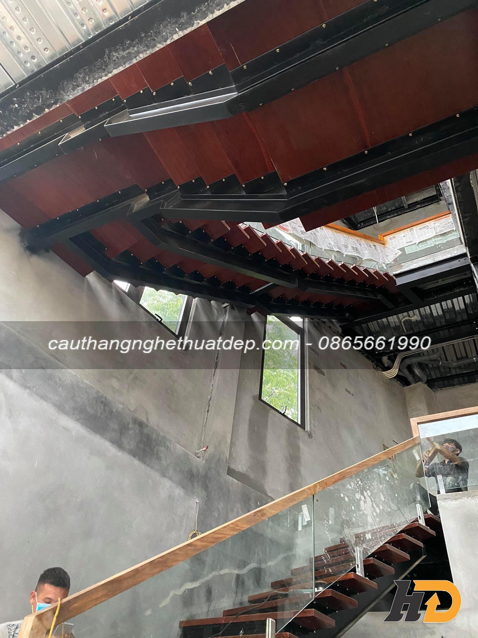 Cầu thang sử dụng khung xương i kép mang lại sự chắc chắn an toàn, và có tính chịu lực cực cao