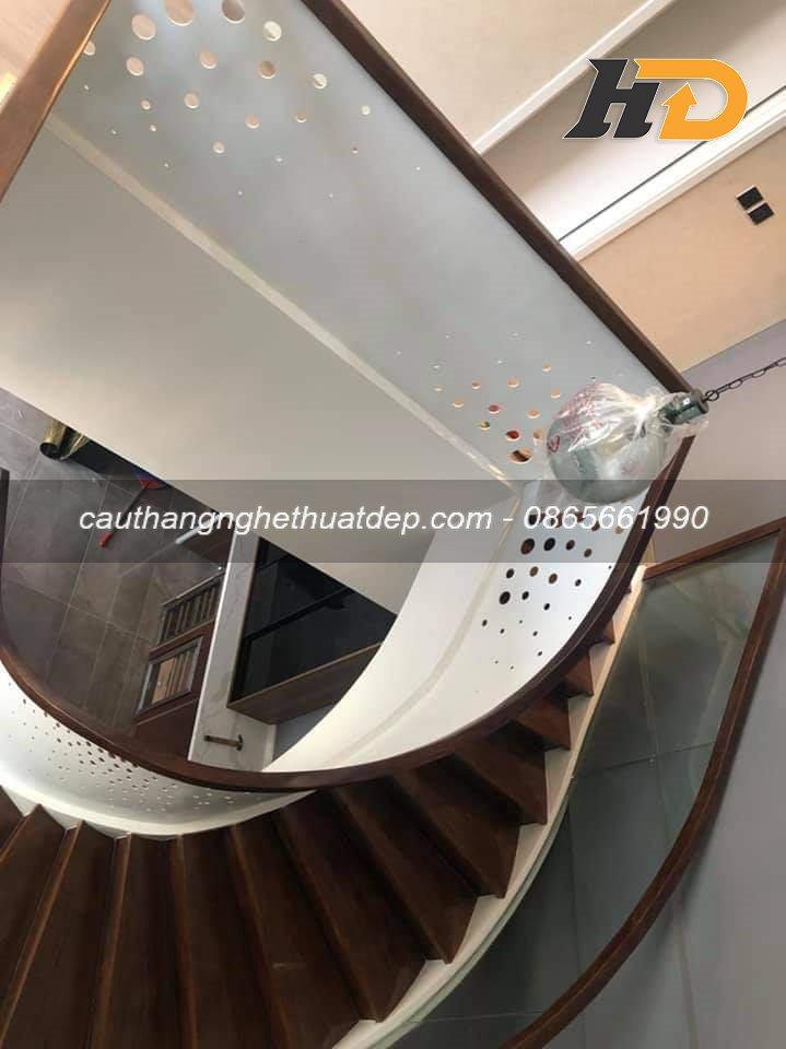 Lan can cầu thang sử dụng thép cắt CNC nghệ thuật