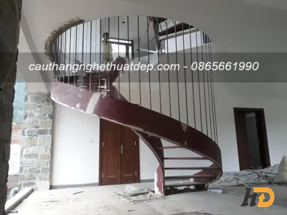 Song tiện lan can cầu thang được hàn cố định, chắc chắn với khung xương