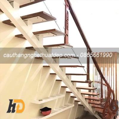 Chân tiện cầu thang sử dụng gỗ điêu khắc CNC vô cùng đẹp mắt