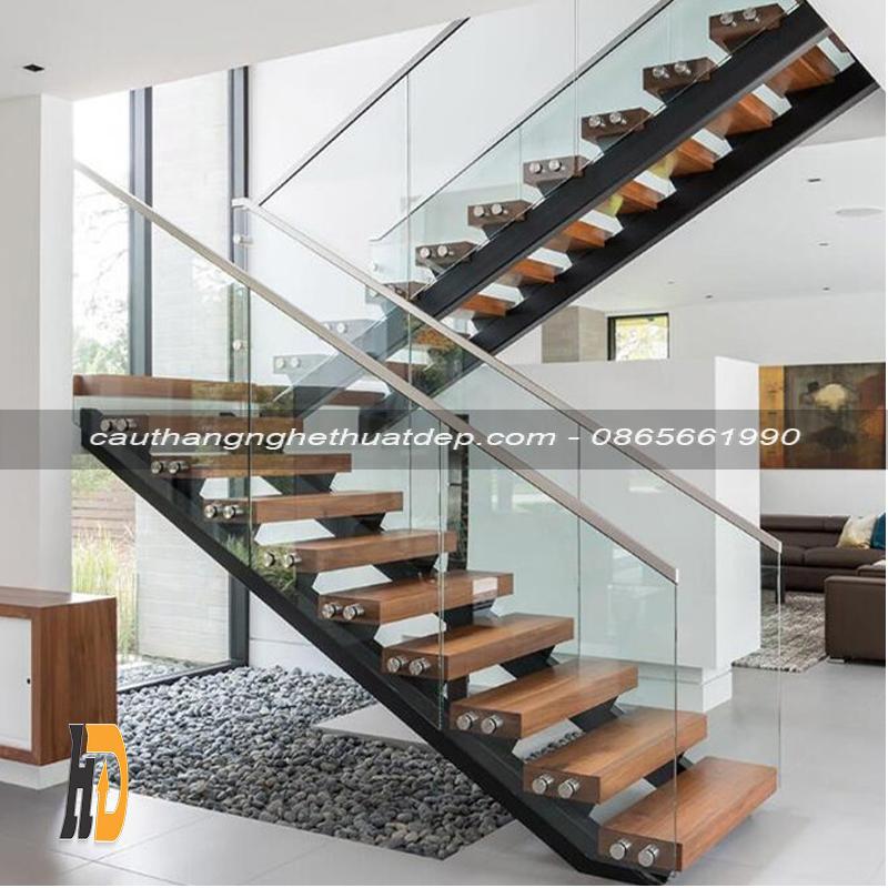 Thiết kế cầu thang vô cùng chắc chắn, vững chãi