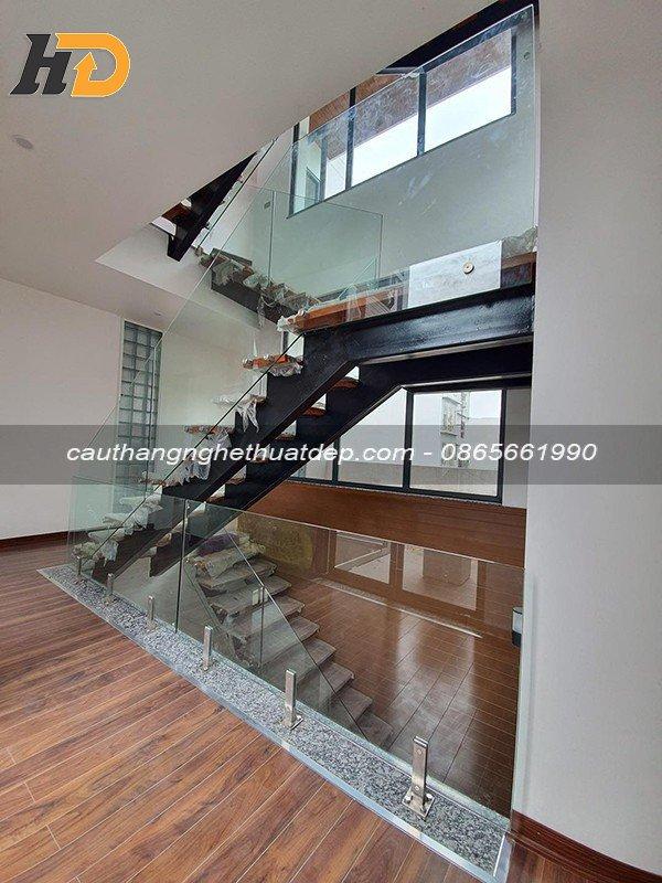 Cầu thang xương cá ở Quảng Ninh