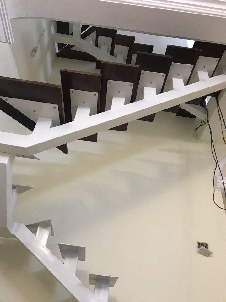 Tiến hành công đoạn lắp mặt bậc