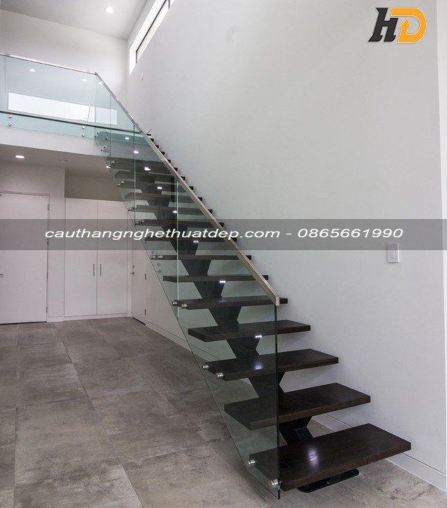 Khung xương cầu thang được sử dụng thép hộp 50x100x3mm