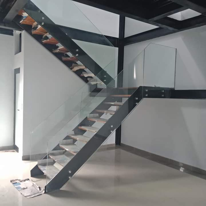 Công trình cầu thang xương cá thép bản