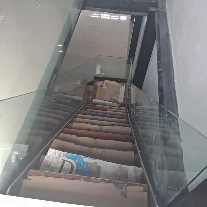 Không gian cầu thang rộng rãi thoáng đãng tạo cảm giác thoải mái mỗi khi di chuyển