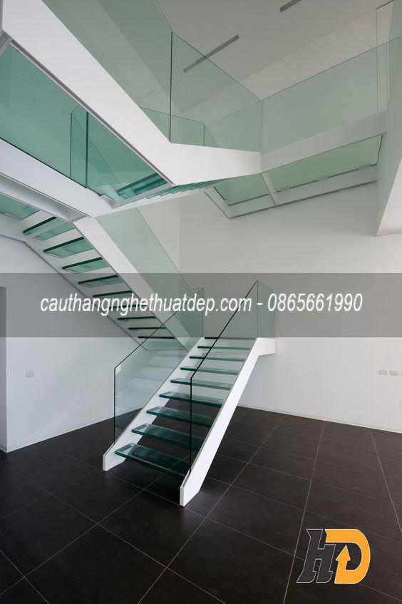 Mặt bậc sử dụng kính xanh trang trí