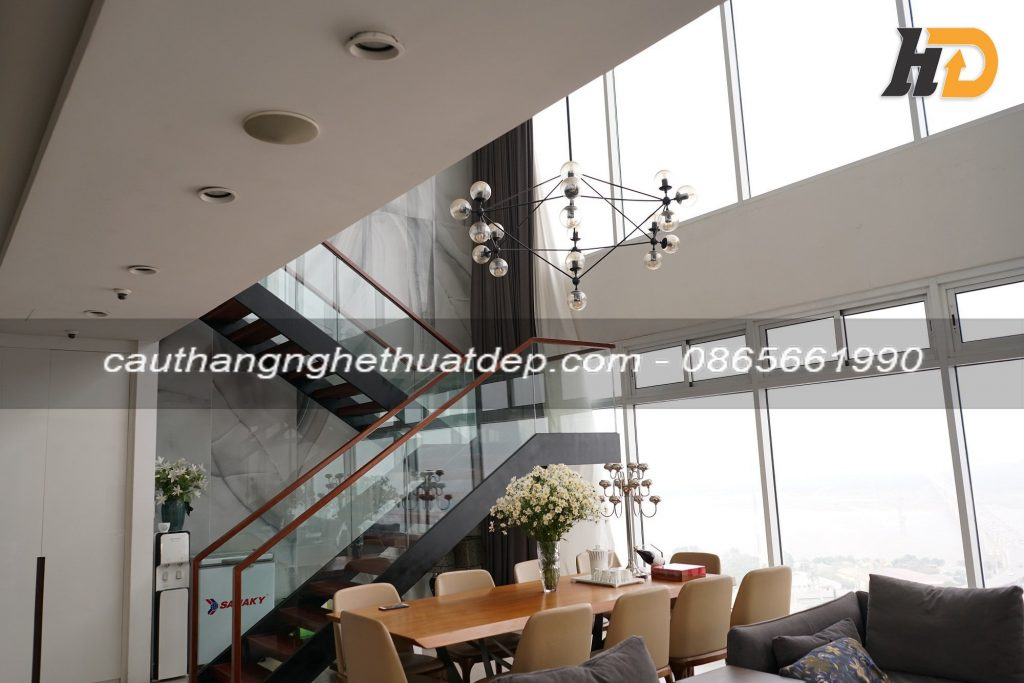 Cầu thang xương cá đẹp tại Linh Đàm