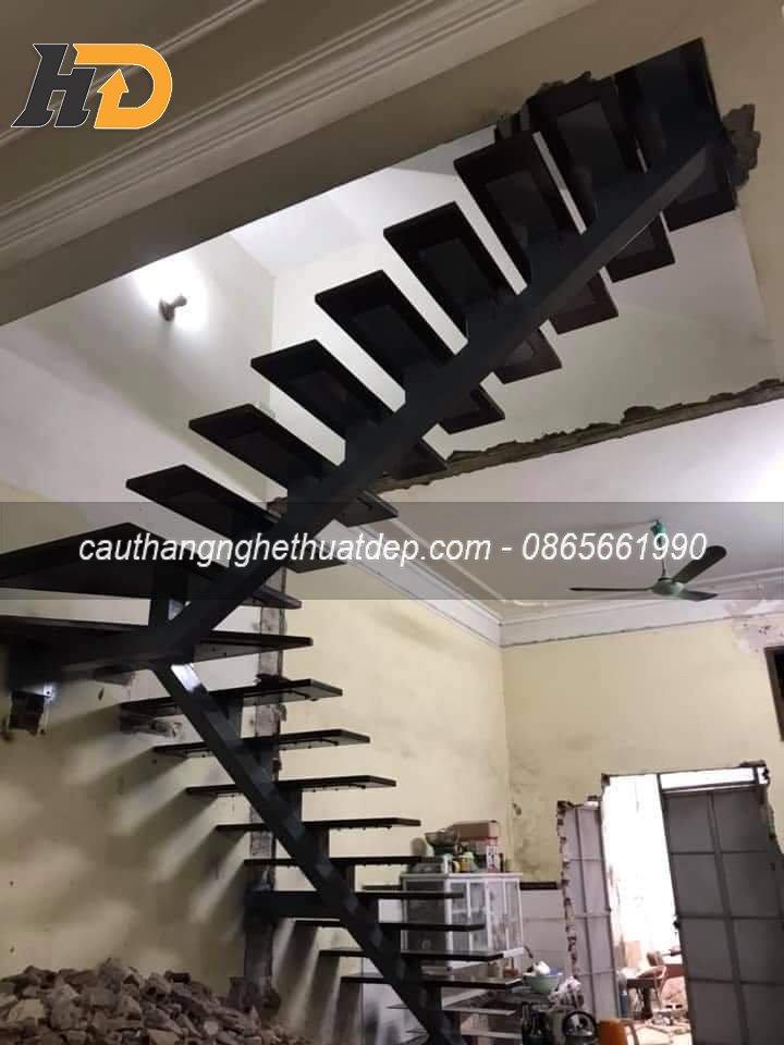 Công đoạn lắp mặt bậc cho cầu thang xương cá