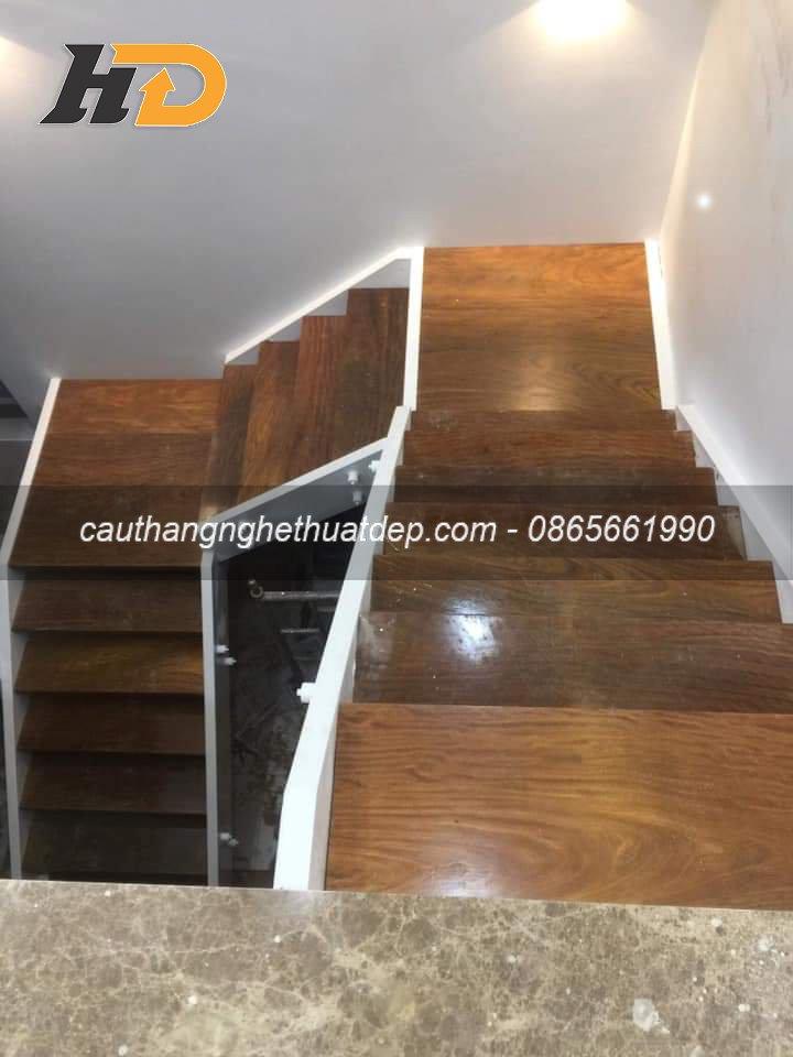 Mặt bậc sử dụng gỗ lim Nam Phi có đội dày 30mm