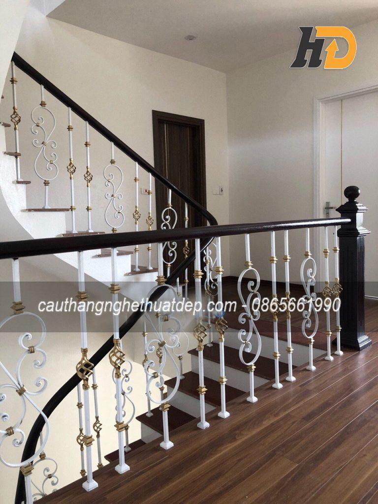 Cầu thang bằng sắt nghệ thuật song tiện hình chữ S và quả rọ