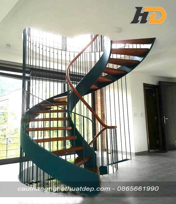 Cầu thang xoắn ốc giúp không gian có chiều sâu, đầy mê hoặc