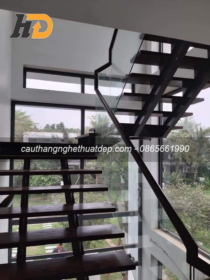 Cầu thang xương cá khung nâng xương i kép tại Biệt Thự