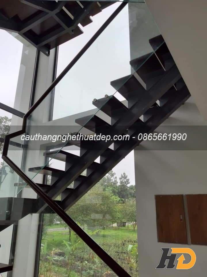 Cầu thang xương cá sử dụng xương i kép