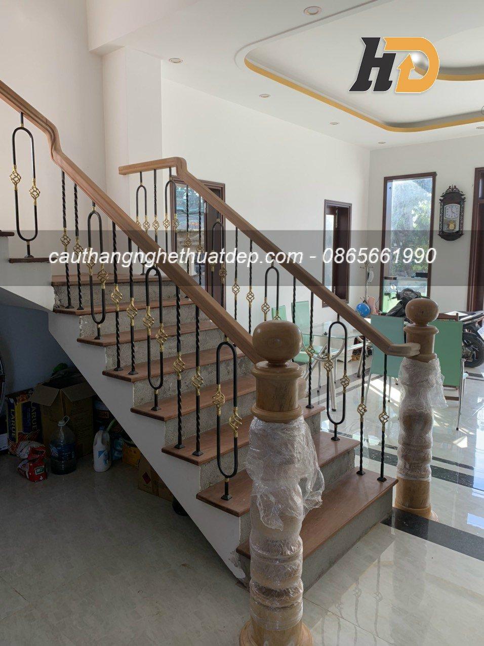 Mẫu cầu thang sắt nghệ thuật 21